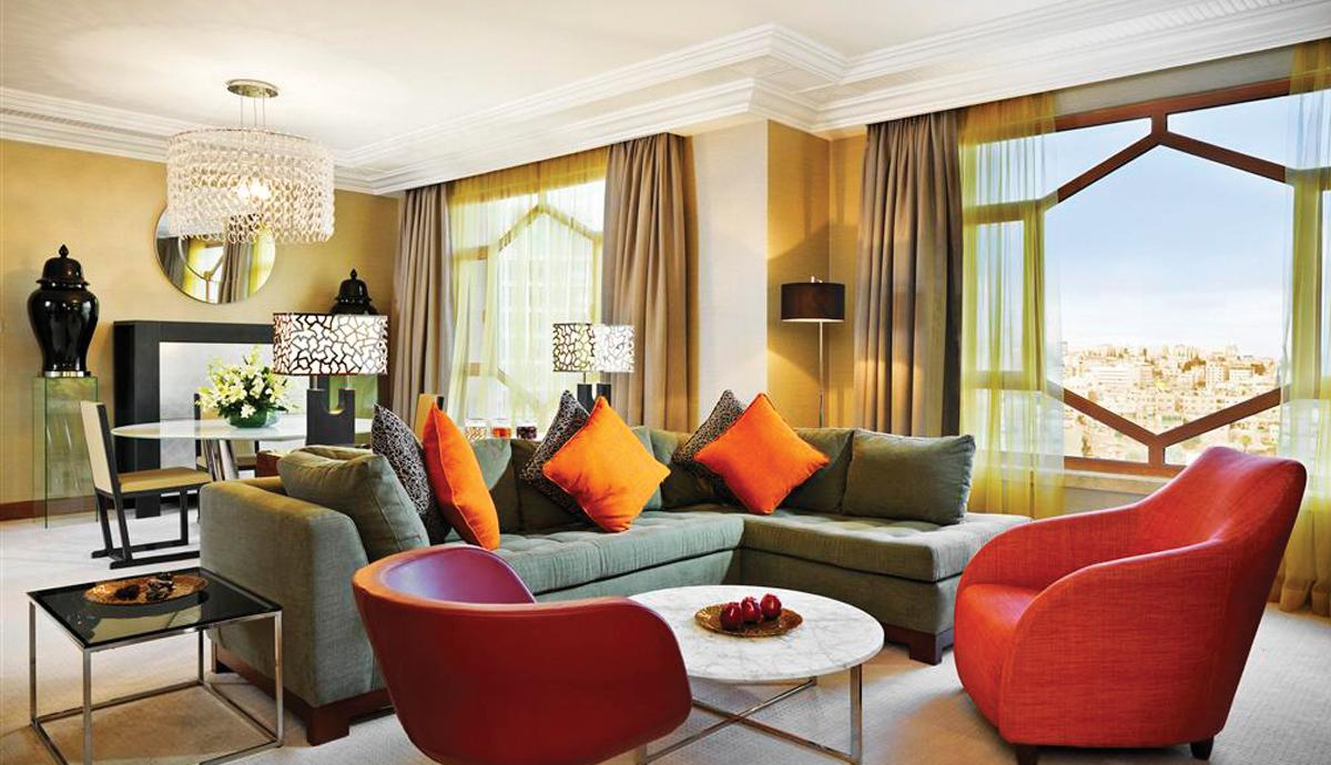 Grand hyatt amman northern lights for Living room amman
